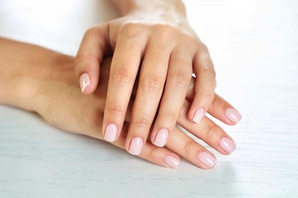 Come rinforzare le unghie: utili consigli per rinforzare unghie